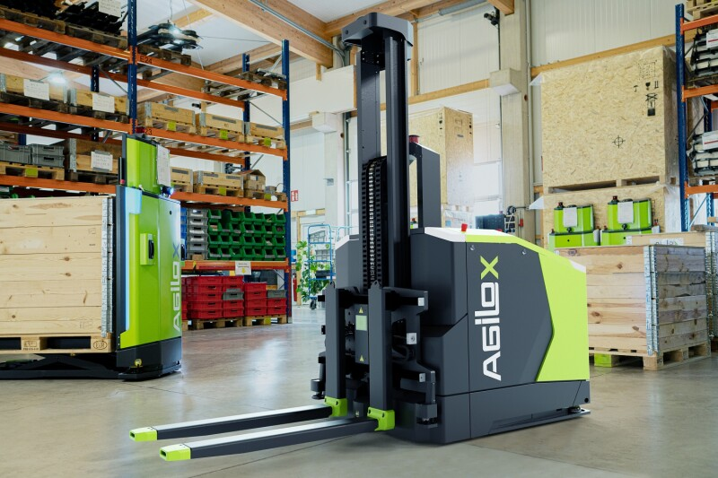 "New ""Intelligent Guided Vehicle"" (IGV): Autonomous Counterbalanced Forklift is Guided by Swarm Intelligence"